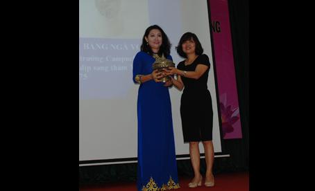 Tiếp nhận trao tặng hiện vật, tư liệu liên quan đến Chủ tịch Tôn Đức Thắng